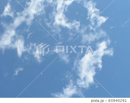 春の青い空と白い雲 63940291