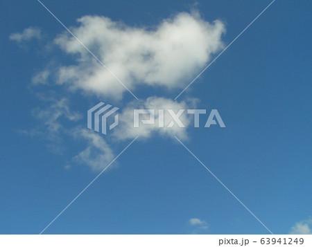 2月の青い空と白い雲 63941249