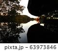 水面に映る夕景 63973846