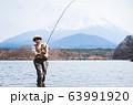 釣り 女性 63991920