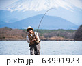釣り 女性 63991923