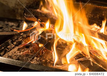 焚き火 64006472