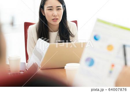女性 ビジネス ネガティブ 64007876