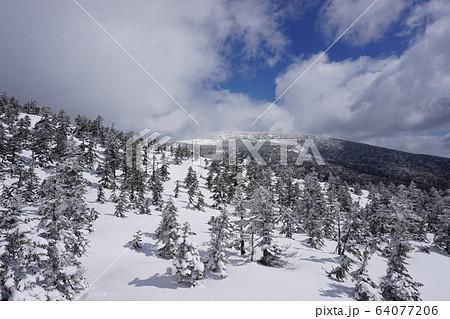 福島県 西大巓近くから西吾妻山山頂方面 64077206