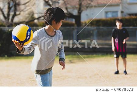 ドッジボール 少年 64078672