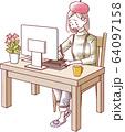 パソコン作業をする女性 悲しい涙 64097158
