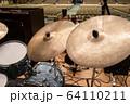 ドラムセットのシンバル(ビンテージ) 64110211