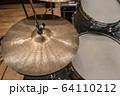 ドラムセットのシンバル(ビンテージ) 64110212
