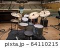 ステージのドラムセット(ビンテージ) 64110215