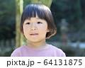 おかっぱの男の子(大きめの3才児) 64131875