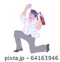 ネクタイを頭に巻いている酔っぱらい男性のイラスト 64163946