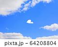 大空を飛ぶ紙ヒコーキ 64208804