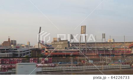 新幹線から見えるマツダスタジアム 64226733