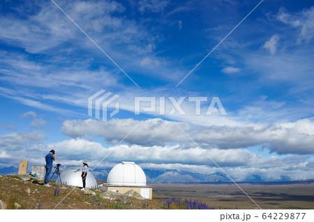 ニュージーランドの青空とマウントジョン天文台 64229877