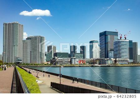 晴海から見た豊洲の風景(東京都) 64232805