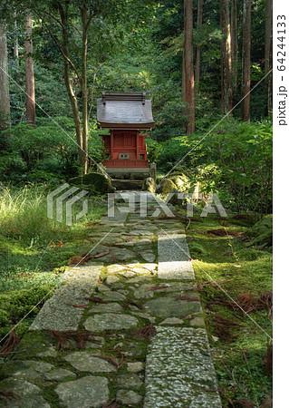 滋賀県、湖東三山の百済寺の境内にある弁財天の祠 64244133