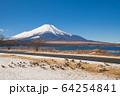 山梨_厳冬の山中湖畔風景 64254841