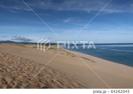 鳥取砂丘と地平線 64262045