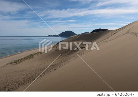 鳥取砂丘と海 64262047