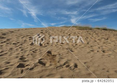 鳥取砂丘と空 64262051