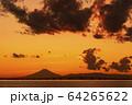 夕暮れの富士山 64265622