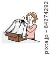 段ボールからクリーニングされたシャツを取り出す女性 64274292