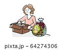 ものを仕分けする女性 64274306