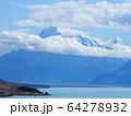 ニュージーランド-プカキ湖・マウントクックの風景 64278932