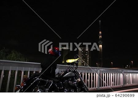 スカイツリーとフラムドールとバイク夜景 64290699