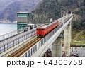 余部鉄橋を走行するキハ47型気動車 64300758
