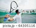 Serving tennis player 64305116