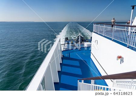 仙台港から名古屋行き フェリーいしかりの甲板 64318625