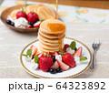 パンケーキ いちご 64323892