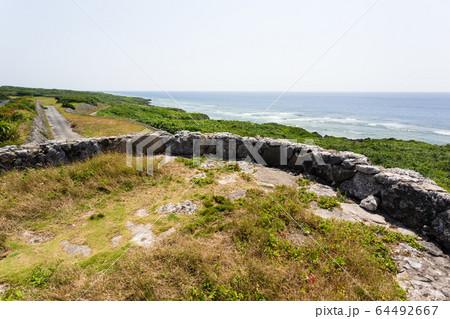 日本最南端、沖縄波照間島・底名溜池展望台 64492667