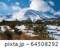 雪の浅間山 64508292