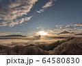 雪と雲海 64580830