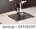 家庭用ミシン 手元ライト点灯 d-3 低彩度 64599294