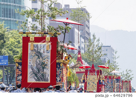 京都祇園祭 山鉾巡行 京都夏祭り 日本三大祭り 動く美術館 64629796