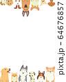 前足を乗っけているいろいろな種類の犬たちのフレーム(縦) 64676857