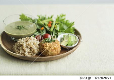 ワンプレート料理 玄米 野菜 64702654