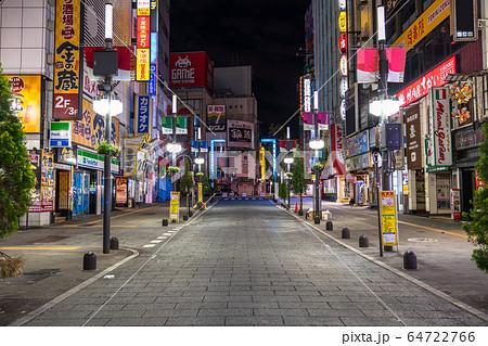 《東京都》人の消えた歌舞伎町・自粛ムードの東京 64722766