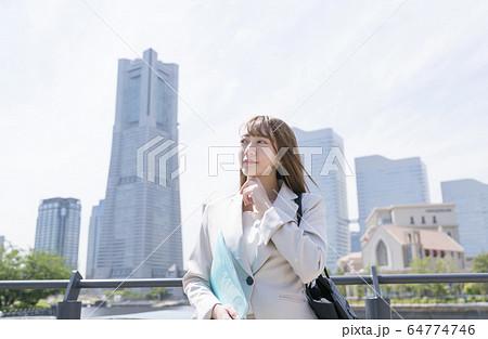 ビジネスウーマン 横浜 64774746