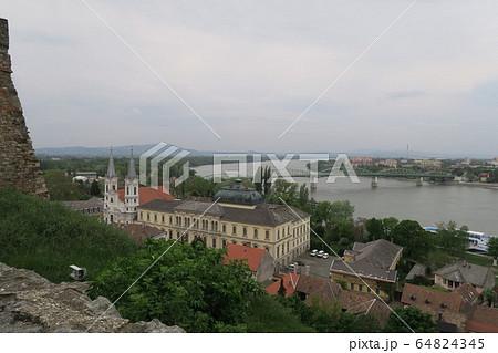 エステルゴム大聖堂があるキャッスル・ヒルからの景観 64824345