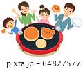 家族で料理 ホットプレートでホットケーキを焼く 64827577