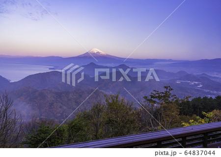 (静岡県)秋の伊豆パノラマパークから望む、富士山 64837044