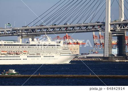 横浜港 64842914
