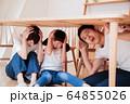 地震 防災訓練 避難 家族 親子 お母さん 子供 64855026