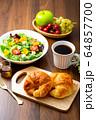 サラダ パン 朝食 64857700