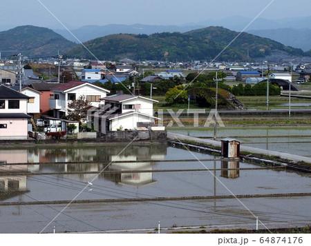 格納庫のある田園風景(香長平野) 64874176