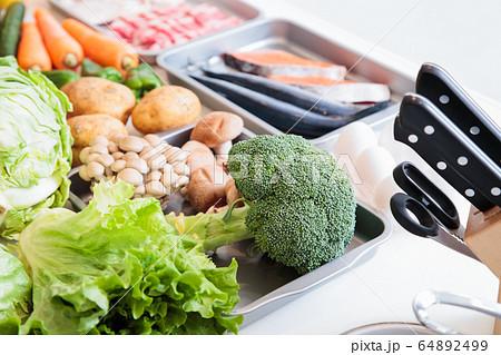 キッチン 台所 食材 料理 調理 64892499